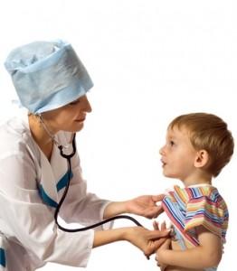 ребенок на приеме у педиатра