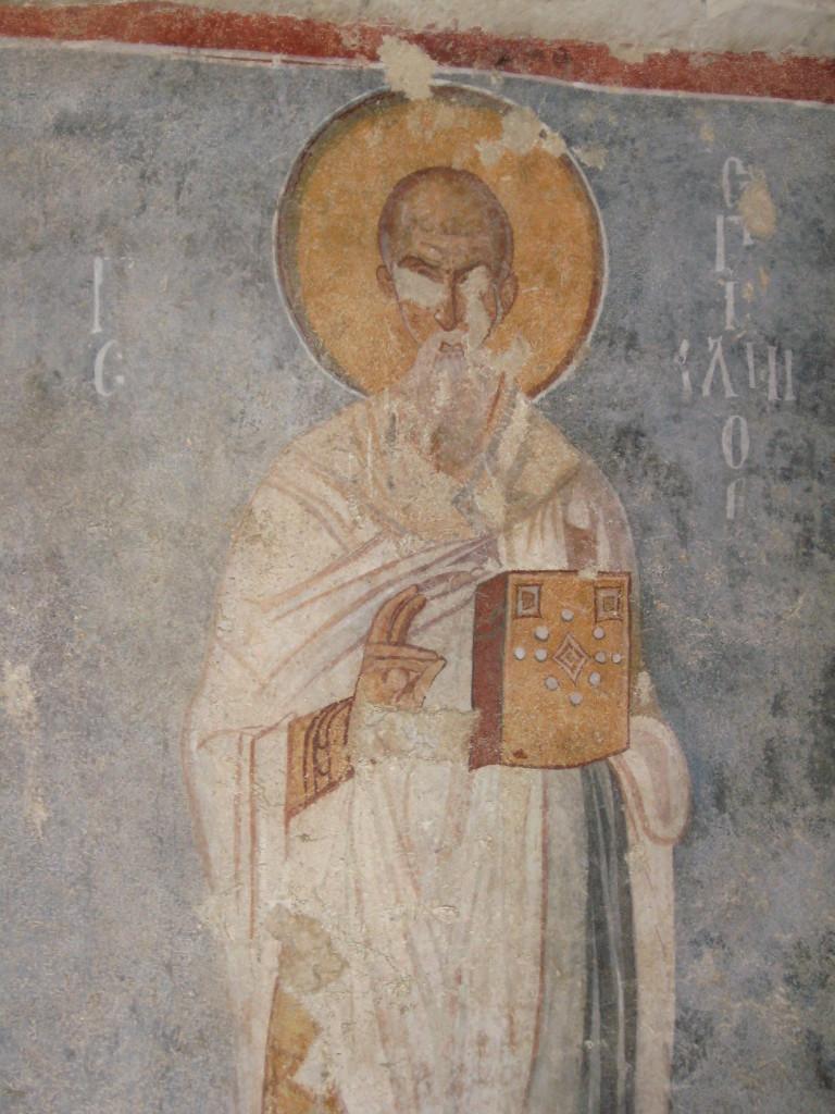 изображение Святого Николая на стене древней церкви