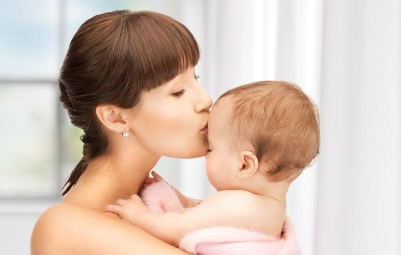 Для ребенка первых месяцев жизни насморк – серьезная проблема, которая приводит к нарушению сна, трудностям с кормлением.
